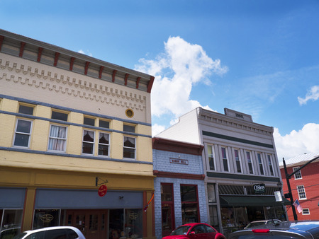웨스트 버지니아 미국의 루이스 버그에있는 메인 스트리트의 상점