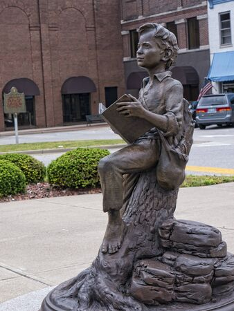 abraham: Statue of Abraham Lincoln as a boy in Bardstown Kentucky USA
