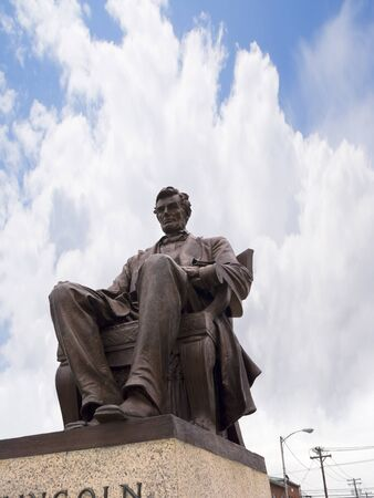 lincoln: Statue of Abraham Lincoln in Bardstown Kentucky USA
