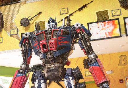 altmetall: Altmetall Robot on Main Street in Gatlin einer Ferienanlage in Tennessee