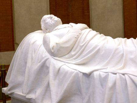 robert: The White Marble Tomb of Robert E. Lee in Lexington Virginia USA