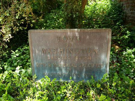 george washington: Washingtons tumba en Mount Vernon fue el hogar de la plantaci�n de George Washington, el primer presidente de los Estados Unidos. La finca est� situada en las orillas del r�o Potomac en el condado de Fairfax, Virginia,