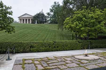 kennedy: John F Kennedys Grave and the Eternal Flame in Arlington National Cemetery USA