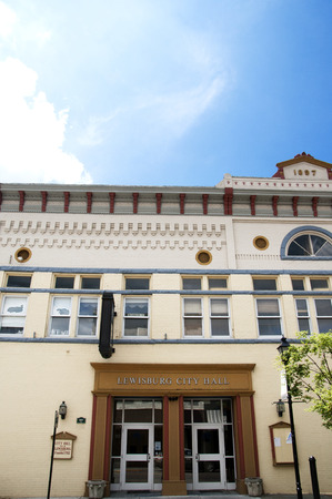 Lewisburg is a small town in West Virginia with a historic park in the Centre . The buildings on Main Street Sajtókép