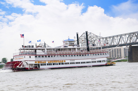 kentucky: Paddlesteamer Riverboat on the River Ohio in Louisville Kentucky