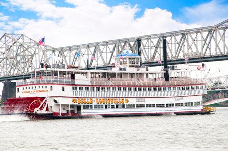 Paddlesteamer Riverboat op de rivier de Ohio in Louisville Kentucky Redactioneel