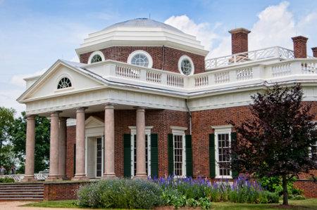 thomas: the graceful house built by Thomas Jefferson on the Potomac River near Richmond Virginia  USA