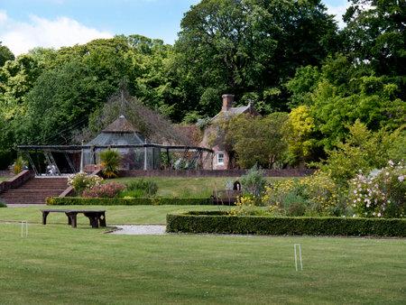 portcullis: Gardens  at Bodelwyddan Castle in North Wales Editoriali