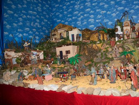 crèche de Noël dans l'église intérieure à Frigiliana l'un des plus beaux villages blancs de la région Sud de l'Espagne de l'Andalousie dans les montagnes Alpujarra. Éditoriale