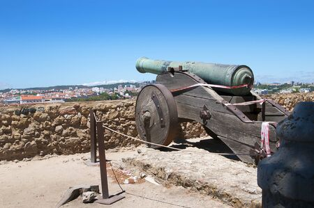 o jorge: So Jorge Castle is a Moorish castle occupying a commanding hilltop overlooking the historic centre of the Portuguese city of Lisbon and Tagus River Editorial