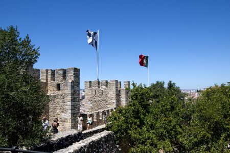 vistas: Sao Jorge Castle is a Moorish castle occupying a commanding hilltop overlooking the historic centre of the Portuguese city of Lisbon and Tagus River.