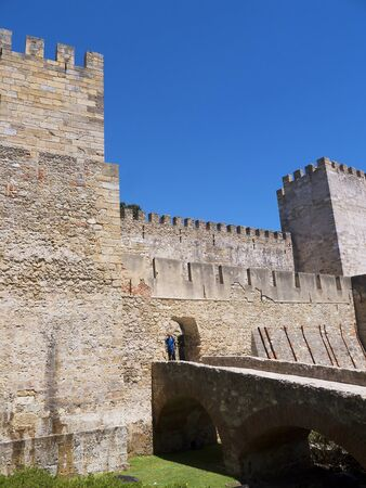 o jorge: Sao Jorge Castle is a Moorish castle occupying a commanding hilltop overlooking the historic centre of the Portuguese city of Lisbon and Tagus River. The strongly fortified citadel dates from medieval period of Portuguese history, and is one of the main t