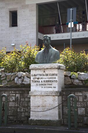 curtis: Statue to De Curtis who wrote the song Return to Sorrento outside the train station in Sorrento Italy
