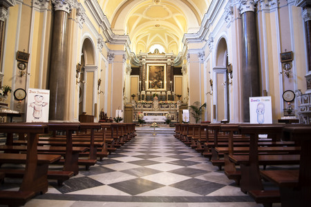 marqueteria: la Iglesia de Santa Francesca en Sorrento Italia Editorial