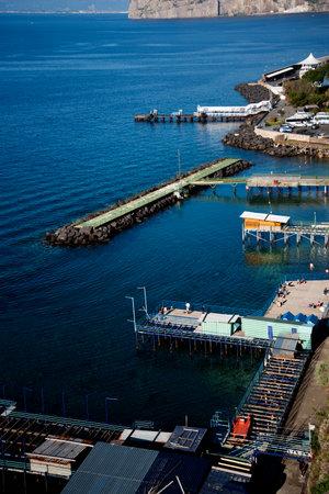 marqueteria: El puerto de Sorrento y la bahía de Nápoles Italia