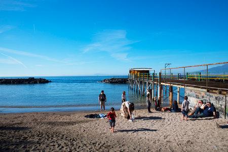 marqueteria: Plataformas de playa en Sorrento Italia Editorial