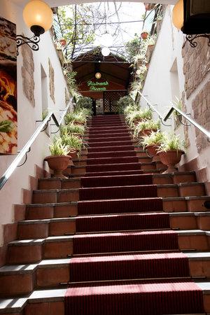 sorrento: Staircase to restaurant in Sorrento Italy