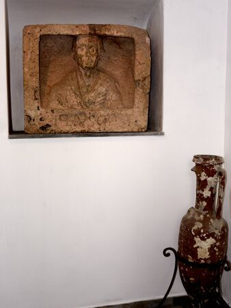 Los fragmentos de talla romana en Anacapri en la isla de Capri Italia