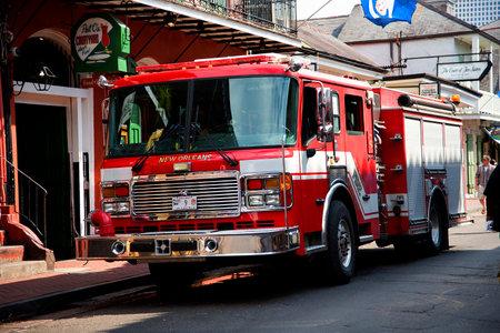 voiture de pompiers: Fire Engine dans le quartier français La Nouvelle-Orléans une ville de la Louisiane sur le fleuve Mississippi, près du golfe du Mexique.