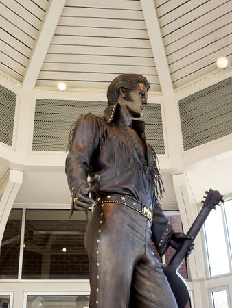 graceland: Elvis Statue at the Tennessee State Welcome Center in Memphis USA