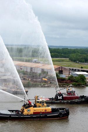 ジョージア州サバンナで壮大な火のボートの表示 報道画像