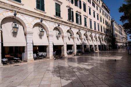 The Liston Arcade en Corfu Town Grecia Editorial