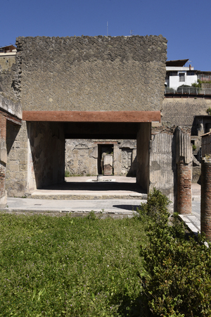 villa in Herculaneum, or Ercolana, near Naples in Italy was not buried by falling rocks like Pompeii was in the eruption of Vesuvius in 79AD, instead it was engulfed in boiling mud and superheated air. This preserved roofs, buildings and artefacts 報道画像