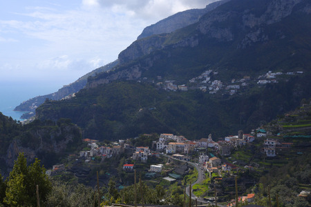 Views down the Mountain in Ravello above the City of Amalfi in Italy Redactioneel
