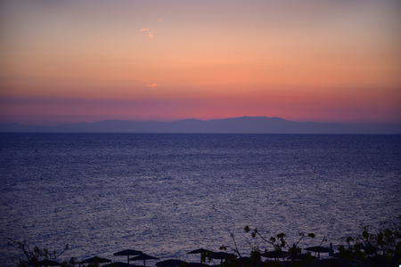 Sunset over Ellie Beach which is the nearest beach to Rhodes Town on the island of Rhodes 免版税图像
