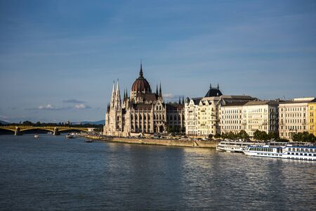 The mighty River Danube as it flows by the Houses of Parliament  through the city of Budapest on its way from Vienna down to the Black Sea Banco de Imagens