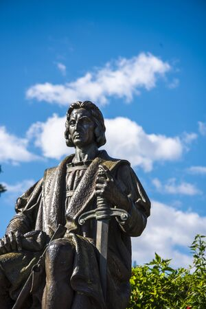 Tribute to the discoverer of America, who lived in Funchal in the years of 1475, 1480 and 1492. It was created in 1940 by Henrique Moreira.