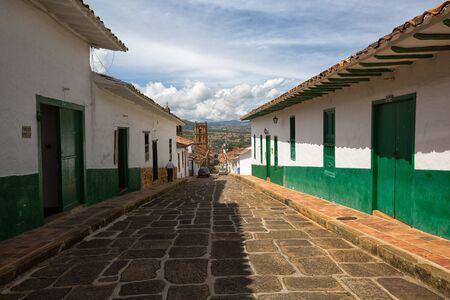 2017 년 7 월 21 일 콜롬비아, Barichara : 많은 관광객을 수용하는 식민지 도시가 거리를 혼잡하지는 않지만