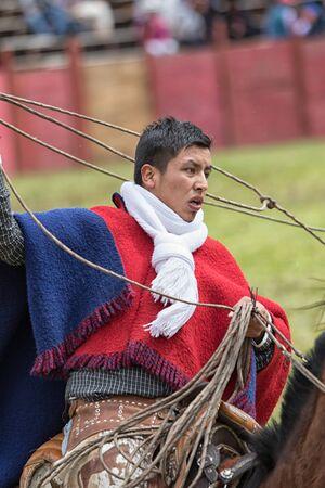 6月 10, 2017 Toacazo, エクアドル: アンデスの馬に投げ縄を扱う「チャグラ」と呼ばれるカウボーイ 報道画像