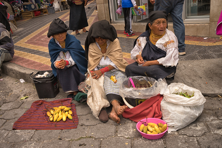 April 29, 2017 Otavalo, Ecuador: indigenous quechua people selling prduce from the ground on the street in the Saturday market Фото со стока - 90124193