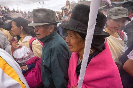 2017 年 4 月 14 日コタカチ、エクアドル: イースターのお祝いの中にキリストの磔刑の再現を見ている群衆