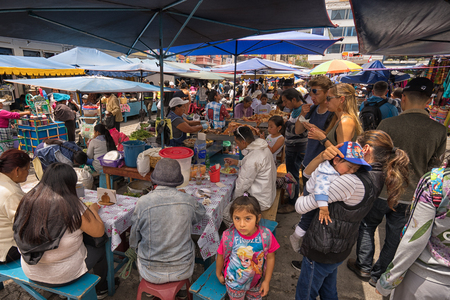 April 29, 2017 Otavalo, Ecuador: makeshift food stands equally popular with locals and tourists on the street in the Saturday market Редакционное