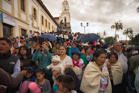 April 14, 2017 Cotacachi, Ecuador: spectators watching the annual Easter celberation procession in the indigenous Andean town Редакционное