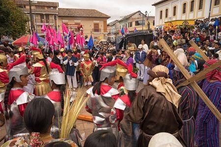 2017 年 4 月 14 日コタカチ、エクアドル: キリストの磔刑を再現するイースター パレードを先住民族 kechwa 人