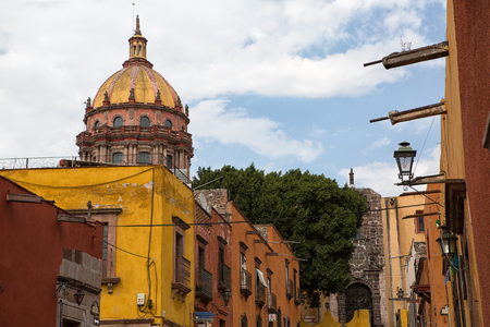 San Miguel de Allende, Mexico: colonial architecture is a main feature of the popular tourist destination town Imagens