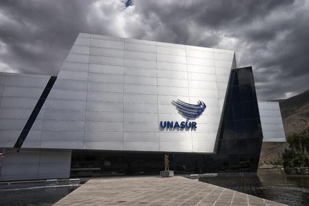 2016 년 8 월 1 일 키토, 에콰도르 : 적도에 지어진 UNASUR 건물의 현대 건축물 에디토리얼