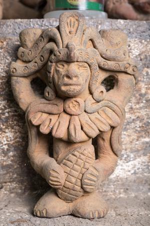 3 februari 2015 San Pedro la Laguna, Guatemala: religieuze standbeeldclose-up in een Maya-gebedsruimte