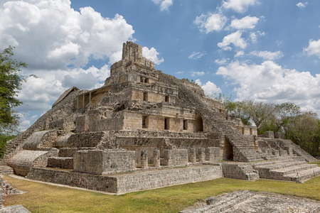 the Gran Acropolis ancient mayan structure at the Edzna archaeological park in Campeche Mexico Reklamní fotografie - 87618170