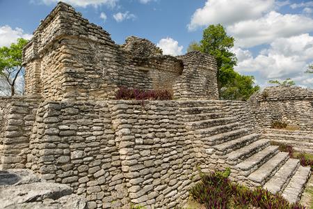 Quintana Roo 멕시코의 Kinichna 고고학 사이트에서 고대 마야 사원