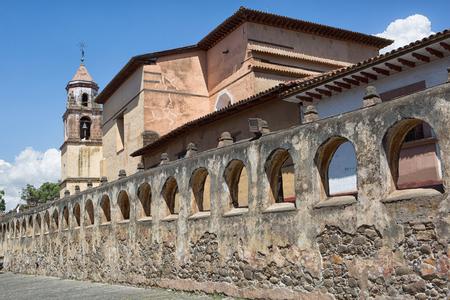 25 de marzo de 2014 Pátzcuaro, México: la construcción del Templo Sagrario duró exactamente dos siglos Editorial