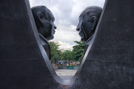 29 september 2017 Medellin, Colombia: standbeeld in het administratieve centrum van de stad Plaza Alpujarra