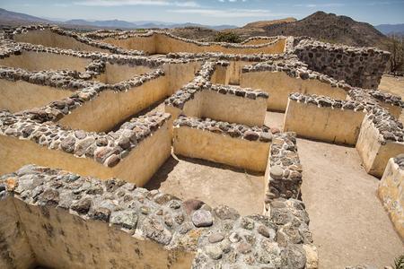 迷路のような構造の通路とヤグル オアハカ メキシコの遺跡で多くの客室の複雑な複合体を形成