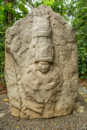 Villahermosa 멕시코의 라 벤타 고고학 공원에서 pre-hispanic olmec 돌 제단