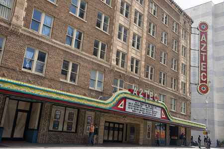 January 8, 2016 San Antonio: the historic Aztec theater in the downtown area constructed during the economic boom of the 1920s 新聞圖片