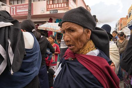 Otavalo, Ecuador - January 13, 2018: closeup of an indigenous quechua woman walking throught th Saturday artisan market Фото со стока - 93669828