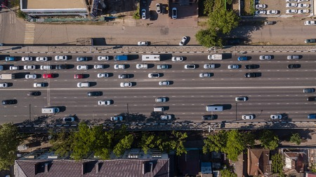 Aerial view of the vehicular intersection, traffic at peak hour with cars on the road Banco de Imagens